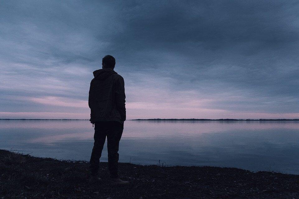 Solitudine e sentirsi soli